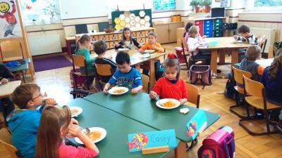 Vorschaubild zur Meldung: Erntedankfeier mit Gemüsesuppe