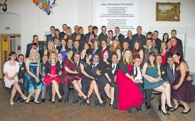 Foto zur Meldung: Festlich gekleidet bis in die Morgenstunden gefeiert Eine schöne Tradition: Jugendfastnacht in Hirschfeld
