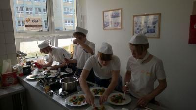 Foto zu Meldung: Schüler der Grund- und Oberschule Schenkenland wurden Sieger beim SÜLL-Kochpokal
