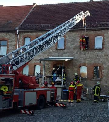 Foto zu Meldung: Tragehilfe Rettungsdienst in Heiligenthal
