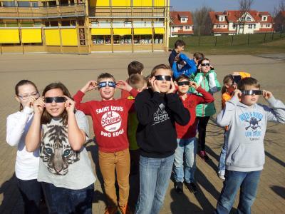 Foto zur Meldung: Schülerinnen und Schüler beobachteten Sonnenfinsternis