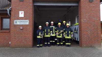 Vorschaubild zur Meldung: Öffnen von Fenstern und Türen – Übung der Freiwilligen Feuerwehr Bramstedtlund