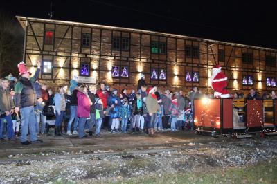 Alte Ziegelei mit Feldbahn und Weihnachtsmann