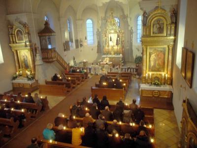 Foto zur Meldung: Feierliche Osternacht in St. Georg mit Gräbersegnung und Osterfrühstück