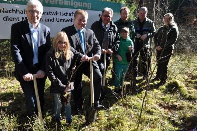 """Foto zur Meldung: """"Zukunftswald Städtedreieck"""": Kinder pflanzten 200 Bäume im Raffa"""