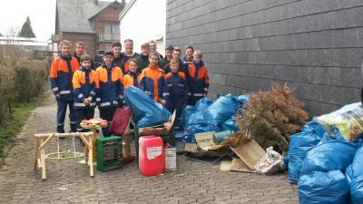 Foto zur Meldung: Umwelttag / Müllsammelaktion der Jugendfeuerwehr Rheinböllen