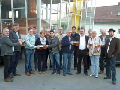 Foto zu Meldung: Der Festausschuss hat auf das Jubiläumsbier für die 900-Jahrfeier angestoßen