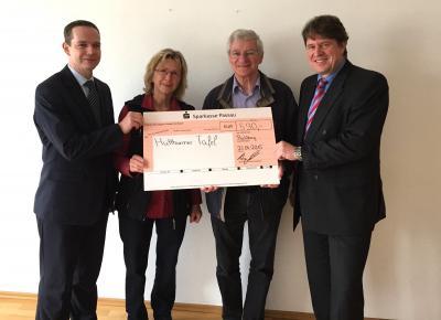 Vorschaubild zur Meldung: Beinbauer spendete 530 Euro für die Tafel
