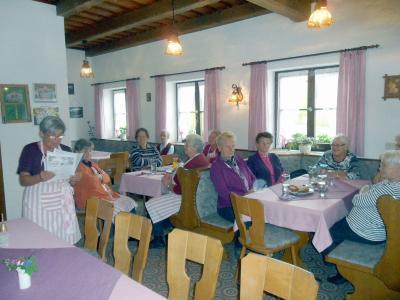 Foto zur Meldung: Gemütlicher Seniorennachmittag zum bevorstehenden Muttertag