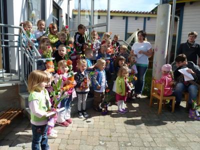 Foto zur Meldung: Verse, Lieder und ein Geschenk für die Mamis