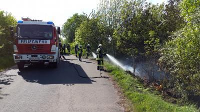 Foto zu Meldung: Brandbekämpfung - Ödlandbrand