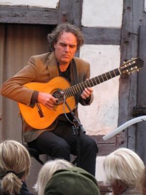 Foto zur Meldung: Gitarrenvirtuose Falk Zenker