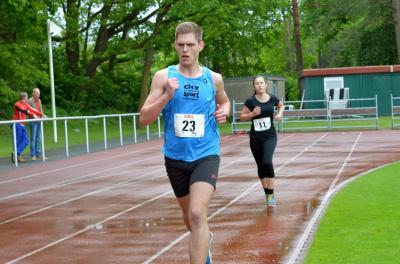 Foto zu Meldung: Steve Göhner ist Landesmeister im Bahnlauf