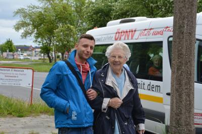 Foto zu Meldung: Stadtrundfahrt mit dem Erdgasbus