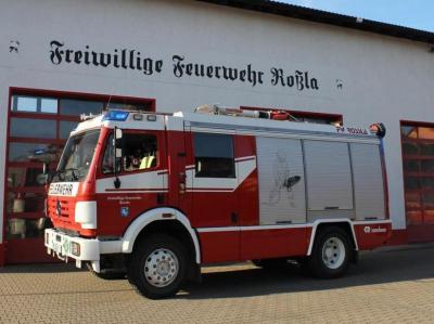 Foto zur Meldung: Brandbekämpfung - PKW-Brand