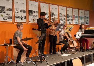 Foto zur Meldung: Kammermusikgruppe Lübz umrahmt Anne-Frank-Ausstellung
