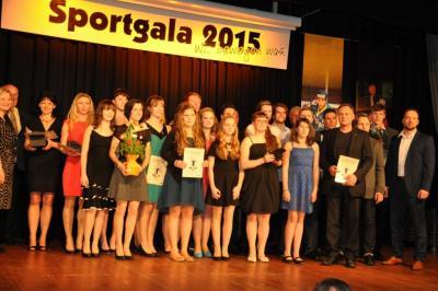 alle Gewinner und Platzierte des Abends: links Silvia und die U18-Mädchen, rechts: 2.v.r. Conrad