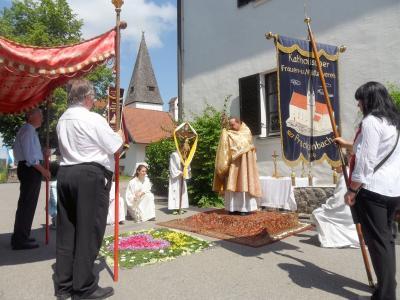 Foto zur Meldung: Fronleichnamsprozession am Sonntag in der Filialkirche Krailing