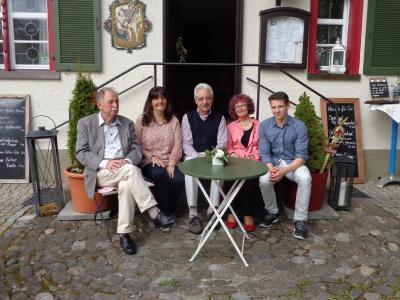 Fröhliche Gesichter bei der April-April-Lesung in Laimnau (von links) Lorenz Göser, Margit Wolff, Axel Rheineck, Roswitha Stumpp und Michael Poschik