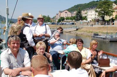 Vorschaubild zur Meldung: Mit wendischer Tracht auf die Elbe