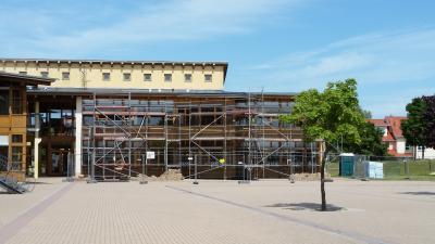 Foto zur Meldung: Fassade unserer Schule wurde in den Sommerferien erneuert