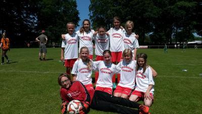 Vorschaubild zur Meldung: Mädchen-Fußballteam bei Bezirksentscheid erfolgreich