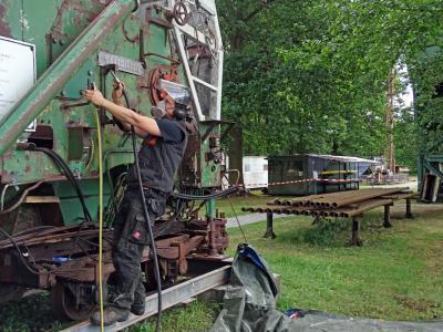 Foto zur Meldung: Pflege- und Instandsetzungsarbeiten auf dem Freigelände