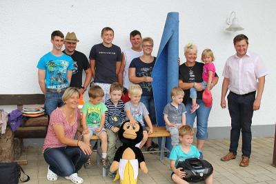 Foto zur Meldung: Maibaumdiebe spenden Geld und der Kindergarten freut sich