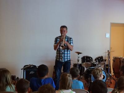 Foto zu Meldung: Instrumente hautnah erleben