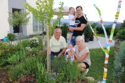 Foto zu Meldung: Einen Hibiskus für Baby Karl