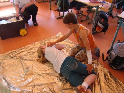 """Vorschaubild zur Meldung: Fächerverbindender Unterricht """"Helfer in der Not"""""""