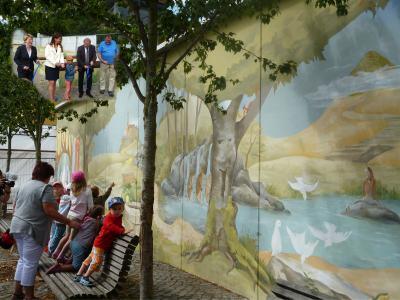 Foto zur Meldung: Endlich enthüllt - Die Märchenwand von Heidenau