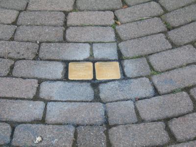 Vorschaubild zur Meldung: Verlegung der ersten vier Stolpersteine in Flieden