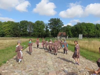 Foto zu Meldung: Wittstocker Hort-  Kinder im Archäologischen Park