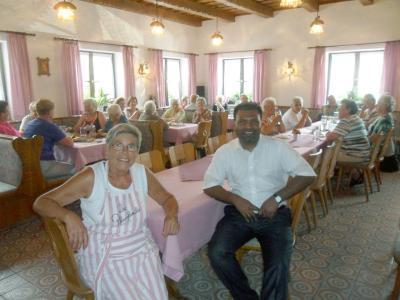 Foto zur Meldung: Pfarrer Arul aus Südindien zu Besuch bei den Senioren