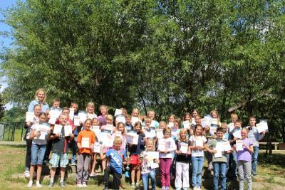 Foto zur Meldung: Die Grundschule ehrte die besten Sportler – 2. Platz bei den Waldjugendspielen 2015 (3.Kl.)