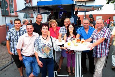 Wem gehört die Gass?: Schwätzen und Feiern in der gesperrten Poppenheimer Straße (Foto: haza-foto.com)
