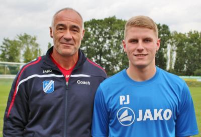 Trainer René Kiel begrüßt Patrick Jödicke