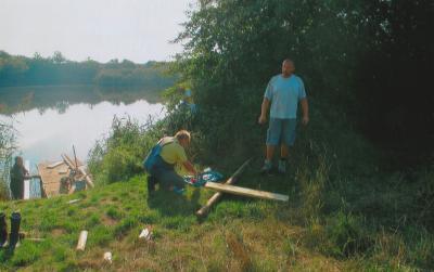 Foto zur Meldung: Stegbau am Melmesee-Tilleda
