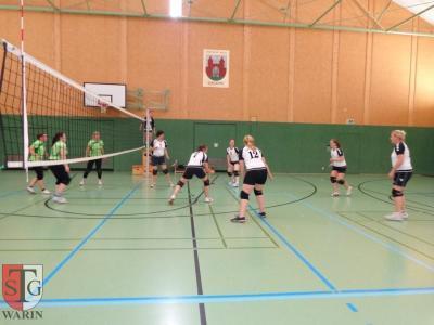 Foto zur Meldung: + + + Volleyballfrauen der TSG Warin starten mit zwei Siegen + + +