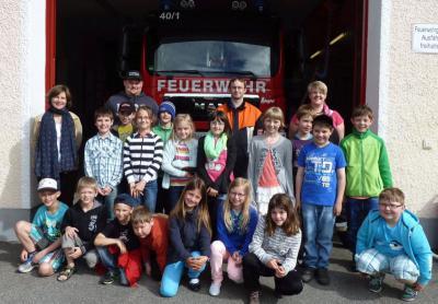 Foto zur Meldung: 18 Kinder inspizierten das Feuerhaus