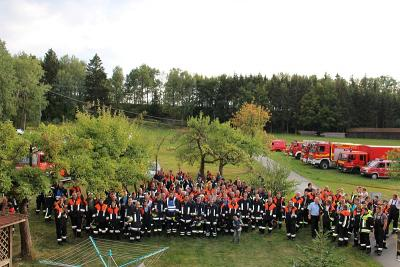 Foto zur Meldung: Große Einsatzübung im Rahmen der Aktionswoche –Neun Feuerwehren aus dem Landkreis Regen bzw. Straubing-Bogen übten den Ernstfall