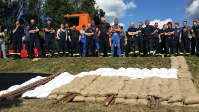 Foto zu Meldung: Üben für den Ernstfall: Sachgebiet Rettungsdienst, Brand- und Katastrophenschutz organisierte Hochwasser-Ausbildung im Spreewald
