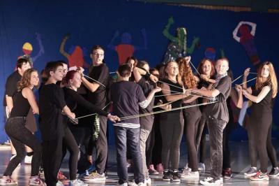 Die Klasse 7a tanzt zum Thema Facebook