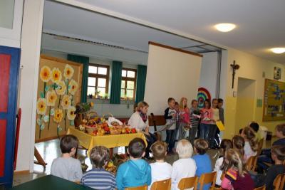 Foto zur Meldung: Erntedankfeier in der Grundschule