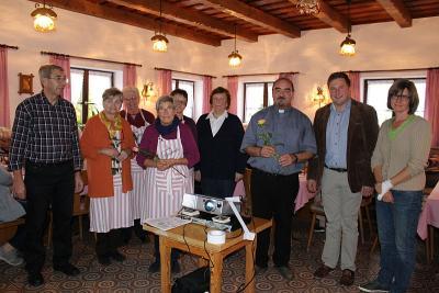 Foto zur Meldung: 15 Jahre Seniorenkreis im Pfarrheim