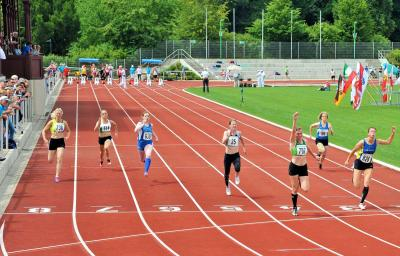 Daniela Kliche (vorn rechts im 100 m Finale) überzeugte mit Gold und Silber in den Sprintentscheidungen der W35