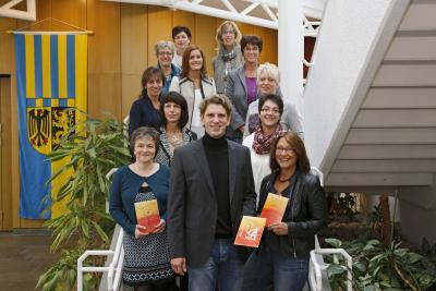 Foto zur Meldung: Broschüren der Gleichstellungsstellen im Rhein-Hunsrück-Kreis neu aufgelegt