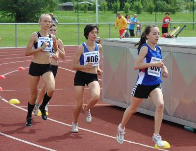 Elisa Rehle (2.v.r.) bei einem 800-m-Lauf im Sommer 2012