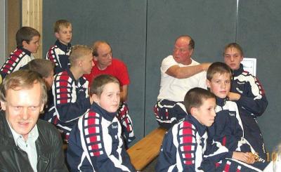 Bert Marsel und Wilfried Günther haben großen Anteil am weiteren Bestand des Nieskyer Boxsports